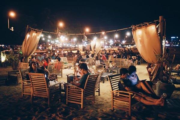 Cafe đêm trên biển ở Quy Nhơn