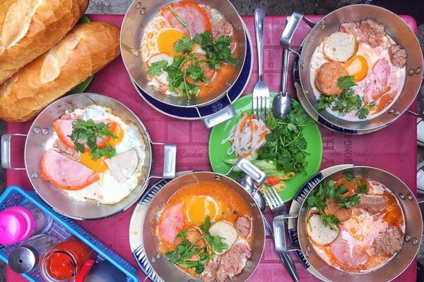 Bánh mì chảo món ăn đường phố Sài Gòn lâu đời nhất