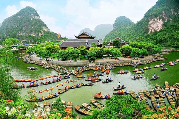 Quần thể di tích Tràng An điểm đến du lịch Ninh Bình nổi tiếng